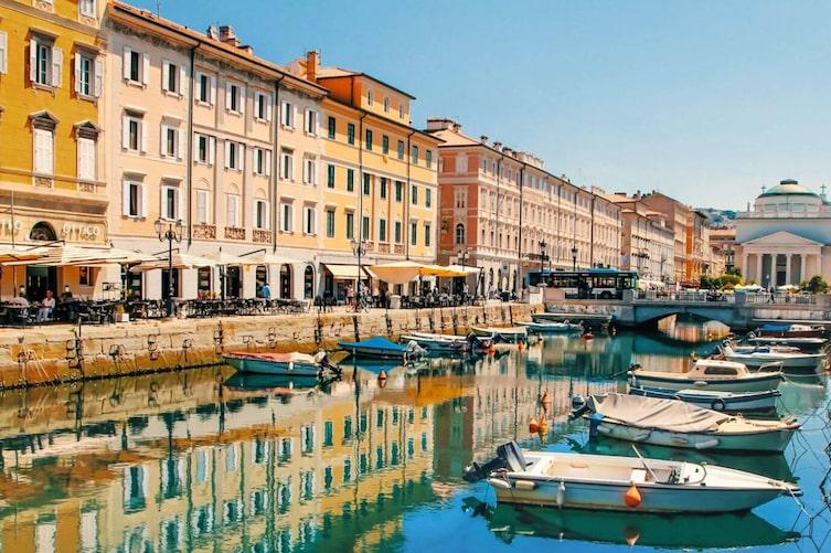 Hafen in Triest, Italien