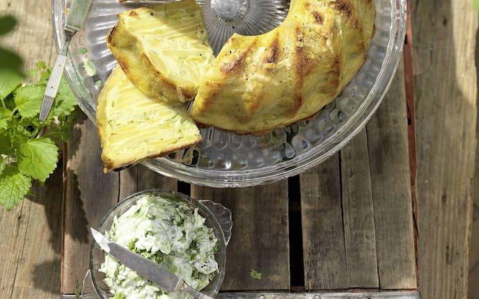 Gugelhupf, pikanter Kuchen, Kartoffel, Erdäpfel, Gurkensalat, Servus Rezept