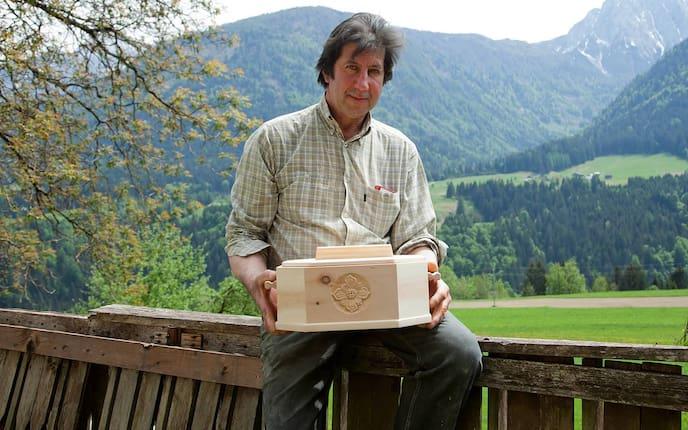 Fritz Klocker, Kärnten, Brotdosen aus Zirbe, geschnitzte Brotdose aus Zirbe