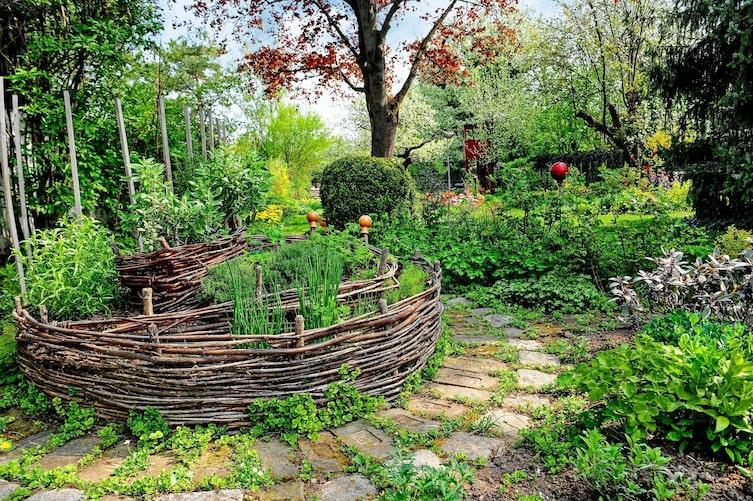 Kräuterspirale Weidezweige Bauanleitung Garten