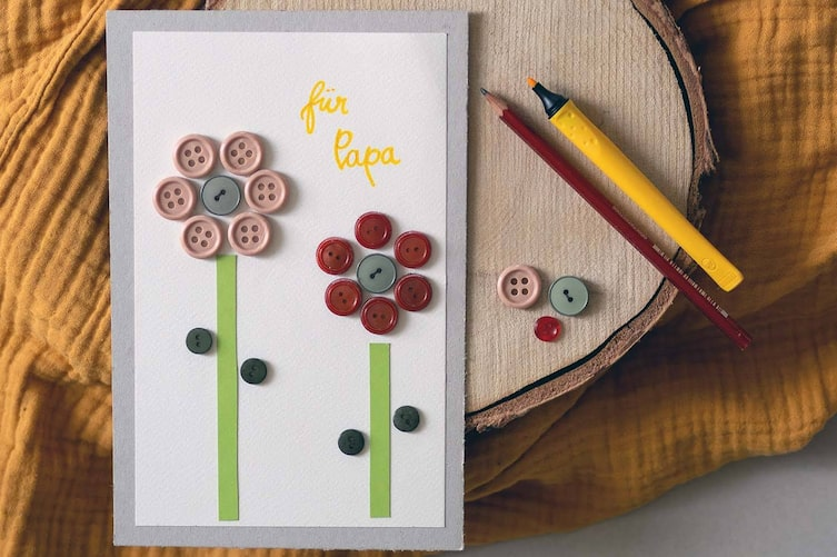 Knlopfblumen-Karte basteln (Bild: Anna Schober)