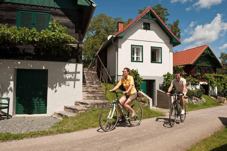 Radfahren im Burgenland (Foto: Mauritius Images)
