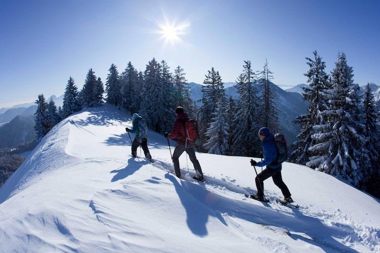 Schneeschuhwandern in Bayern (Foto: Mauritius)