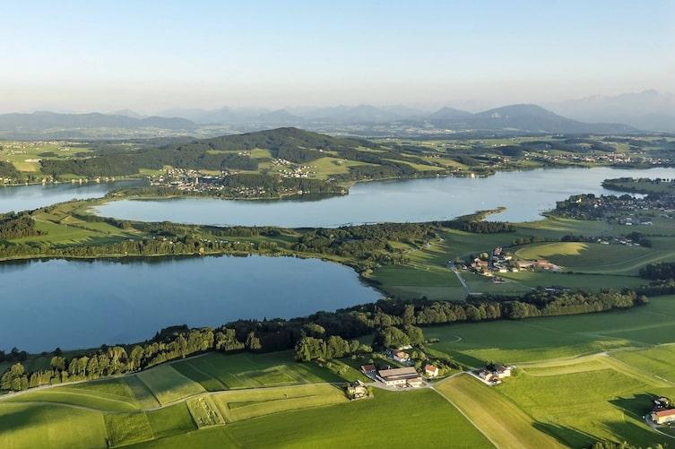 Ausblick auf die drei Trumer Seen (Bild: Salzburger Seenland Tourismus)