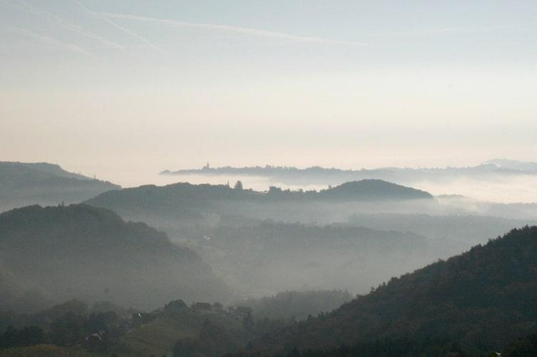 steiermark-berge-nebel-herbst-bauernregeln