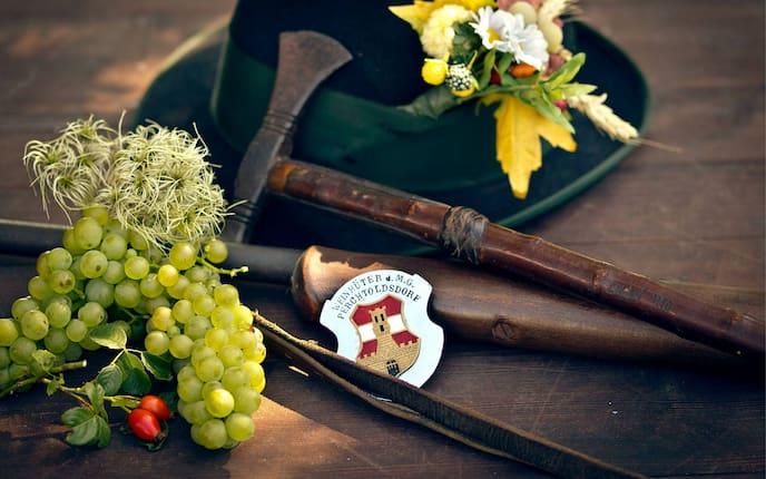 Wein, Brauchtum, Hiata, Plankette, Hut, Weintrauben