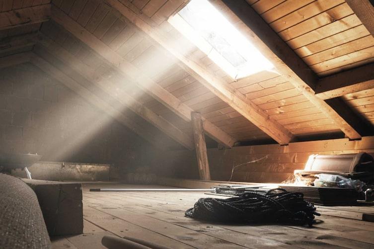 Dachboden, Dachbodenfenster, Lagerung