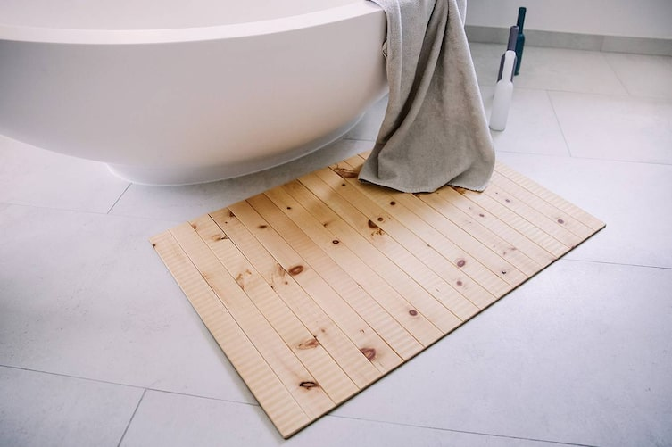 Holzteppiche Daxberger fürs Badezimmer (Bild: Doris Himmelbauer)