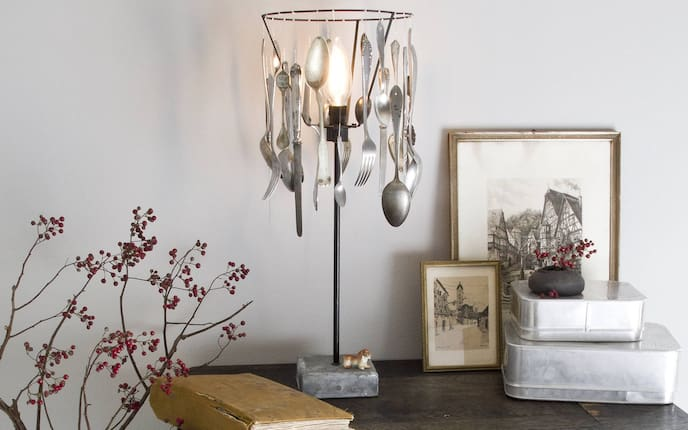 Fundstück: Lampe mit Besteck (Bild: Michaela Gabler)