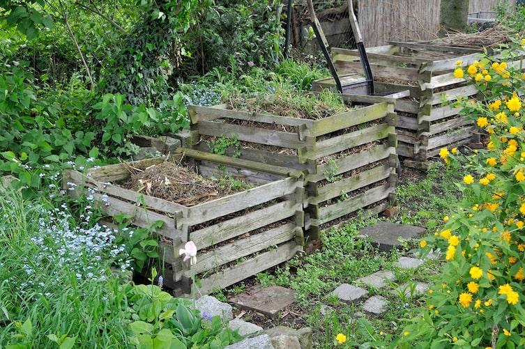 Komposthaufen im Garten (Bild: Mauritius Images)