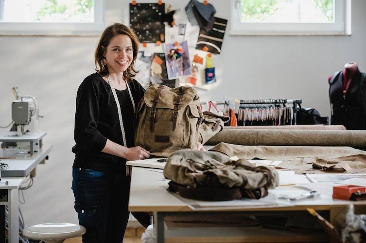 Ruth Kappacher in ihrer Werkstatt (Bild: Michael Reidinger)