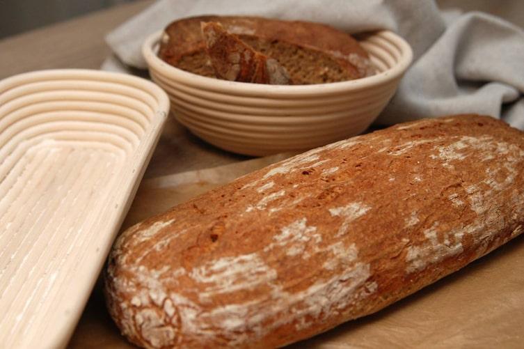 Marco Buckreus hat für uns im Frankenwald per Hand diese runde Brotform aus Peddigrohr gefertigt (Foto: Servus am Marktplatz)
