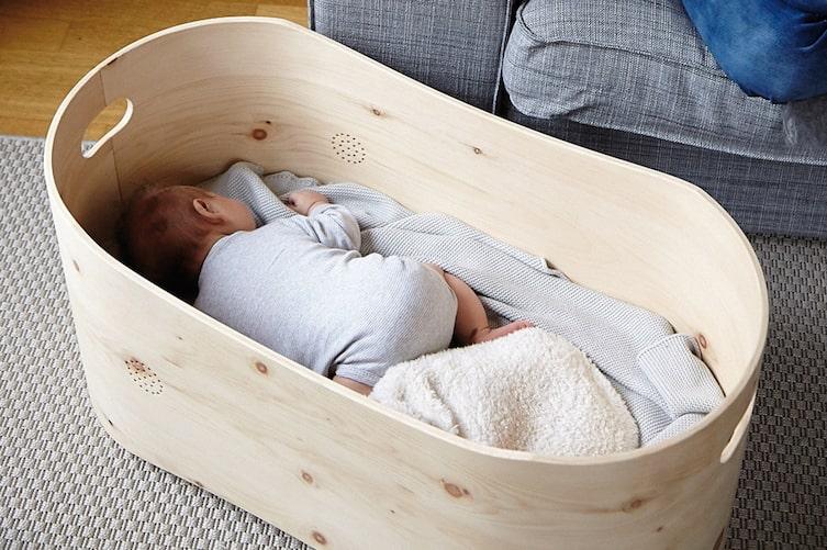 Zirbenbett fürs Baby, Baby im Zirbenbett, Bennis Nest, Servus am Marktplatz