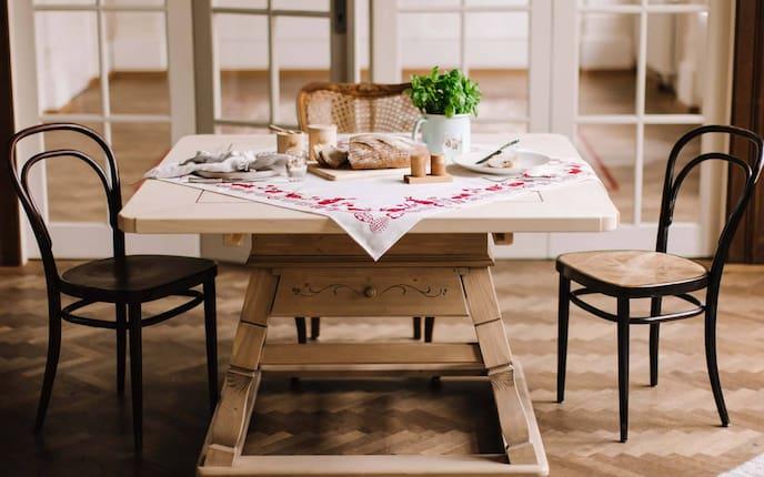 Jogltisch, Holztisch, Bauerntisch