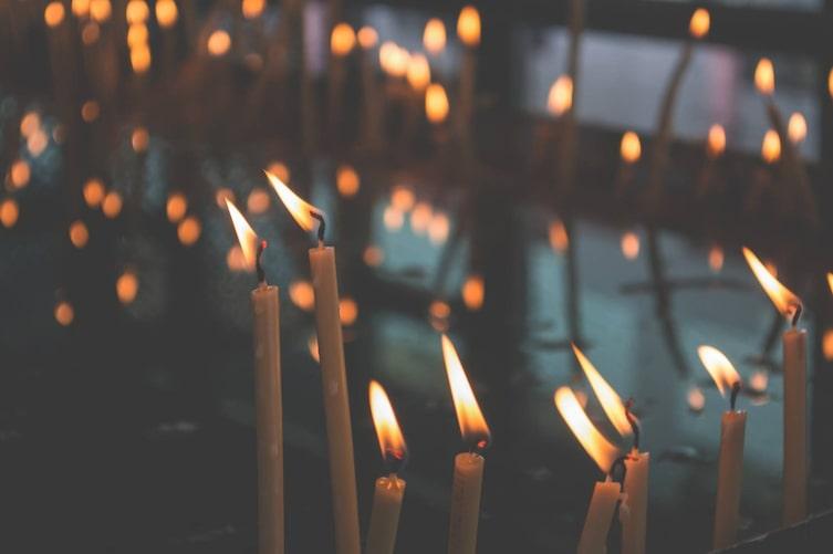Brennende Kerzen (Bild: Pixabay)