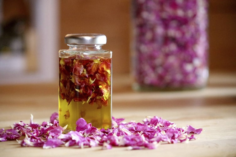Rosenöl-Auszug (Foto: Luana Baumann-Fonseca)