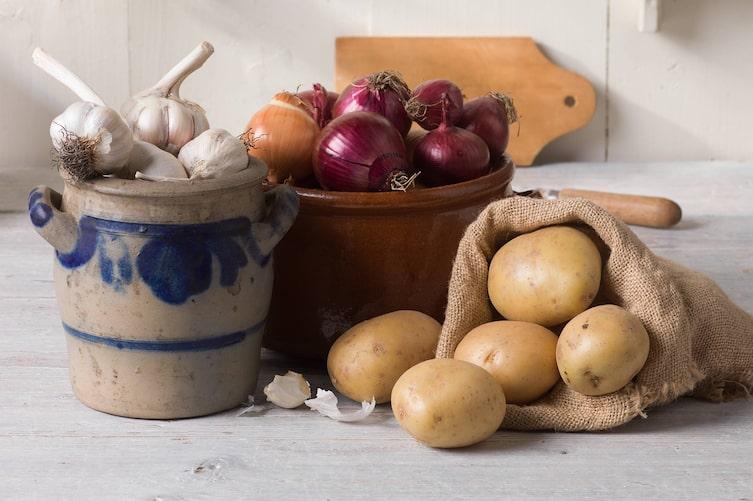 Hausmittel aus dem Küchenkastl (BIld: EIsenhut & Mayer)