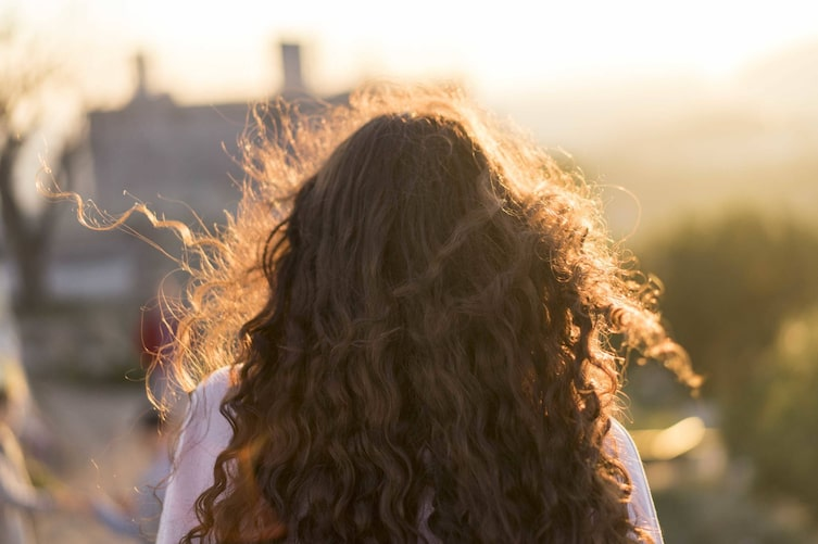 Haare, Locken, Haarpflege, Sonne, Sonnenschutz