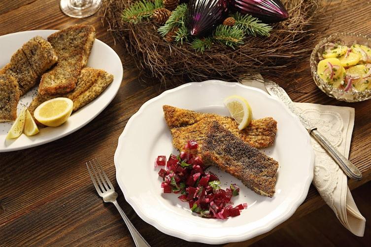 Panierter Fisch, Zitronenschale, Rote Rüben, Kartoffelsalat, Erdäpfelsalat, Hauptspeise, Servus Rezept
