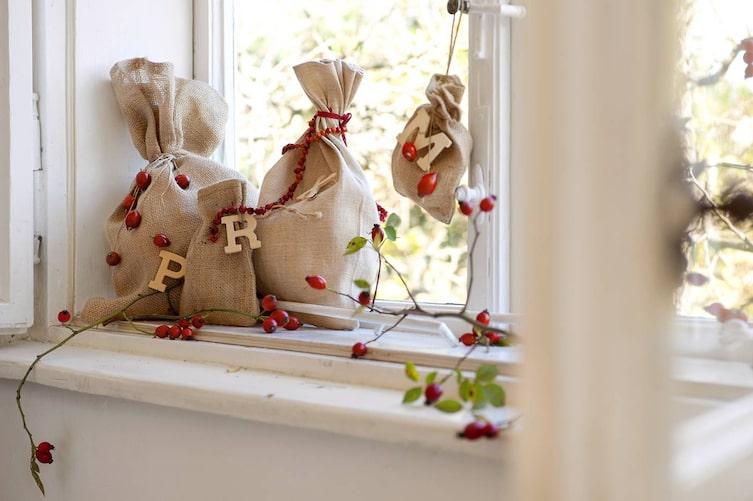 Auch ohne Geschenkpapier lassen sich Aufmerksamkeiten wunderbar verpacken (Foto: Katharina Gossow)