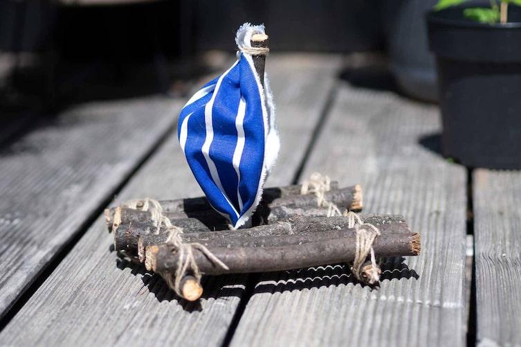 Boot aus Ästen basteln (Bild: Anna Schober)