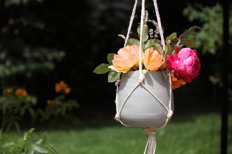 Blumenampel selber knüpfen (Bild: Luana Baumann-Fonseca)