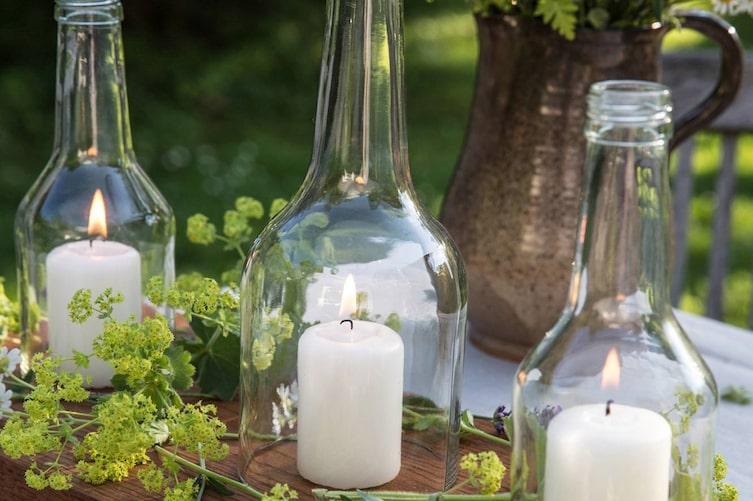 Windlichter aus alten Flaschen (Bild: Michaela Gabler)