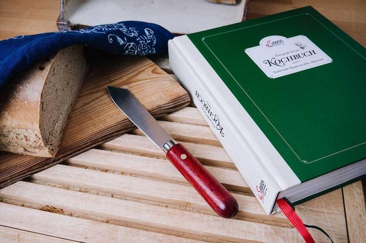 Kochbuch, Servus Kochbuch, Jausenmesser, Brot, Blaudruck