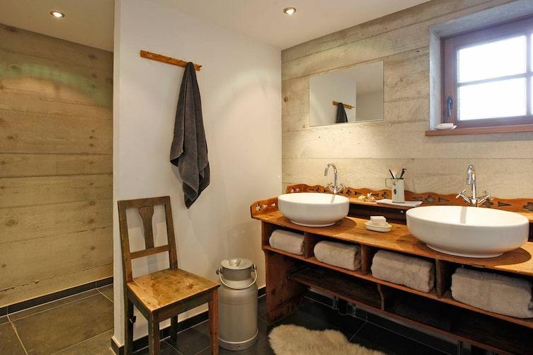 Hausbesuch, Badezimmer, Waschtisch, Aufsatzwaschbecken, Bauernhaus, Wohnen, Tirol