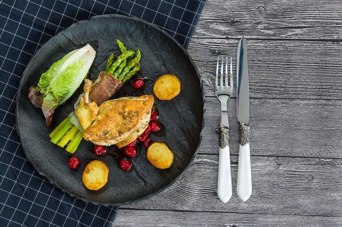 Gebratenes Huhn Suprême, Huhn richtig schneiden, ausgelöste Hühnerbrust,