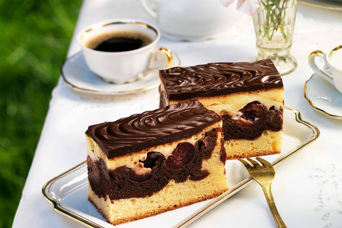 Gebackene Donauwellen, Kuchen, Schokoladekuchen, Kirschen, Schokoladenguss, Schokolade, Servus Rezept