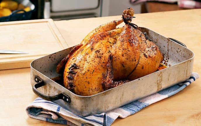 Aufg'setzte Henn, gefülltes Huhn, gegrilltes Huhn, Grillhuhn, Kapaun, Huhn, Hühnchen, Semmelfülle, Servus Rezept