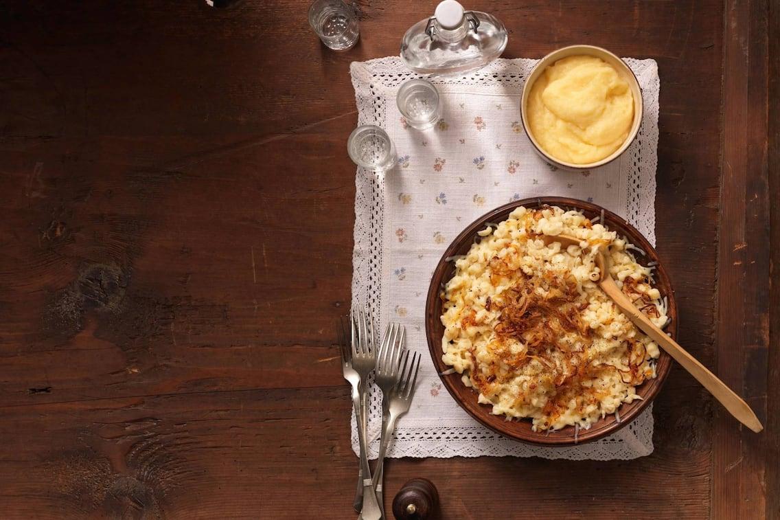 Käsknöpfle, Nockerl, Käse, überbackene Käsespätzle, Spätzle, Hauptspeise, vegetarisch, Servus Rezept