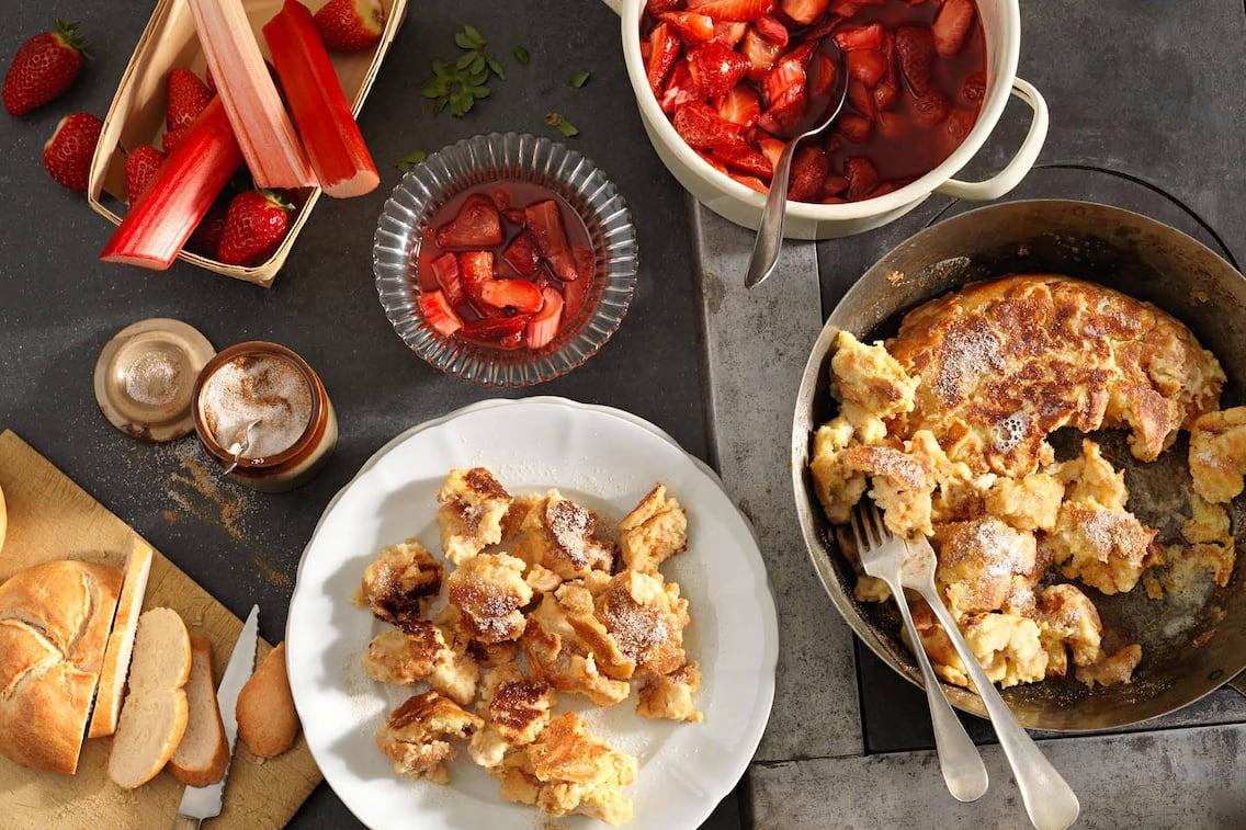 Semmelschmarren mit Erdbeer-Rhabarber-Kompott, Schmarren, Erdbeeren, Rhabarber, süße Hauptspeise, Servus Rezept