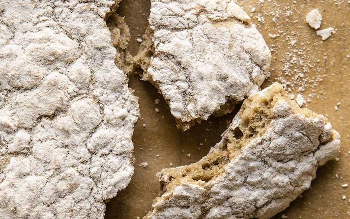Schüttelbrot, Brot, gebrochen, Brotlaib, Christina Bauer
