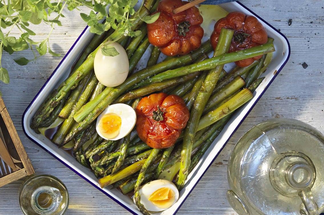 grüner Spargel, Fleischtomaten, Paradeise, Ei, Rezept