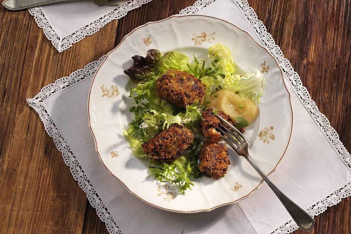 Blunzenkrapfen mit Birnenmus, Blunzen, Birnen, Mus, Birnenmus, Salat, Blunzenrezept, Hausmannskost, Servus Rezept