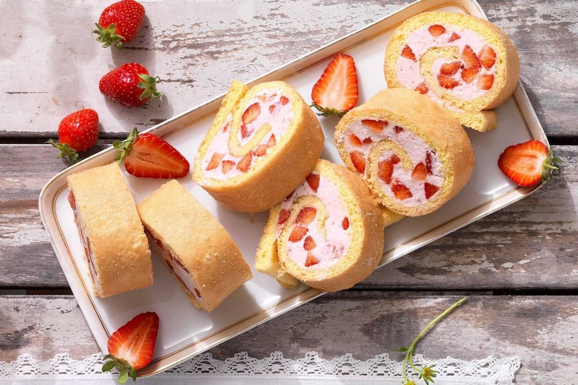 Erdbeerroulade, Biskuitroulade, Kuchen, Erdbeeren