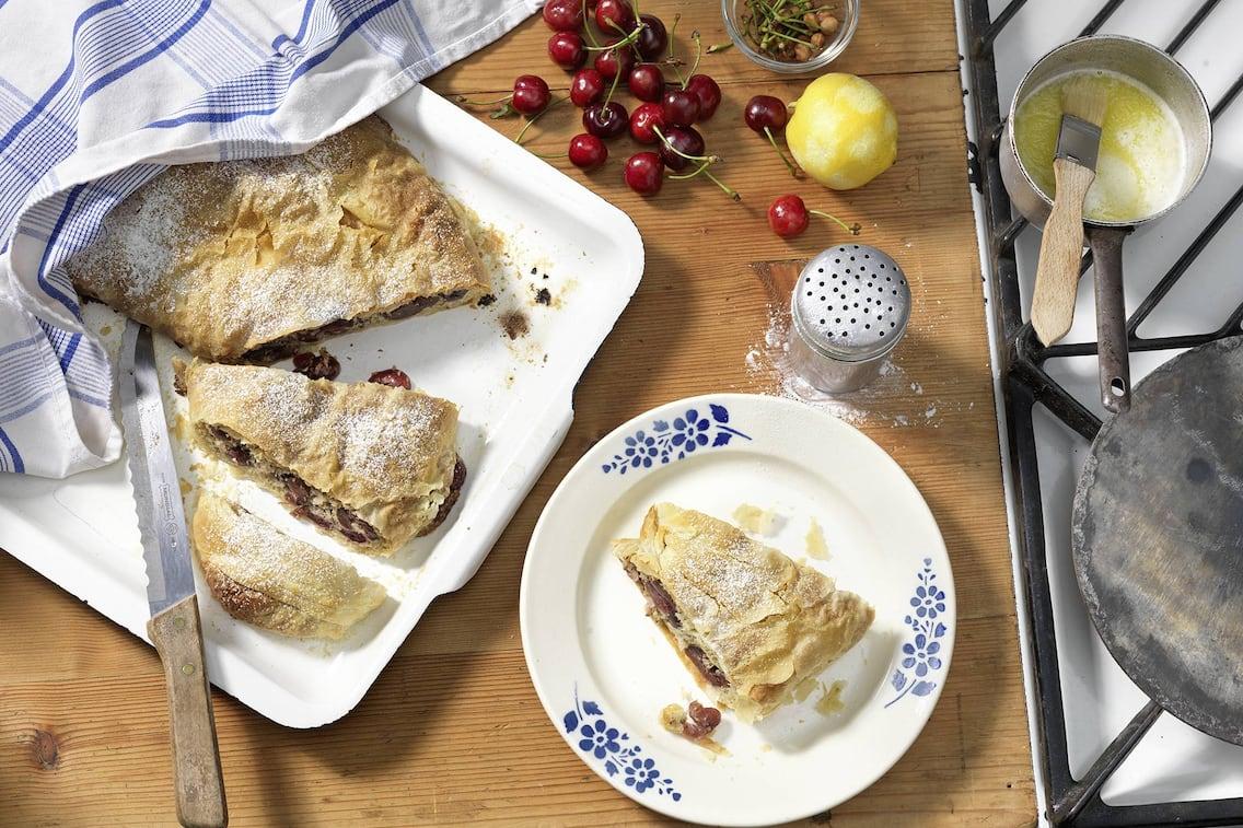 Kirschenstrudel, Kirschen, Strudel, Zitrone, Butter, Nachspeise, Servus Rezept