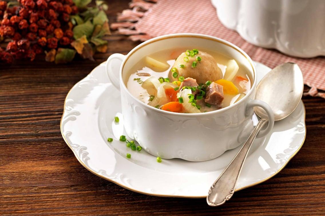 Ganslsuppe mit Bröselknöderln (Bild: Eisenhut & Mayer)