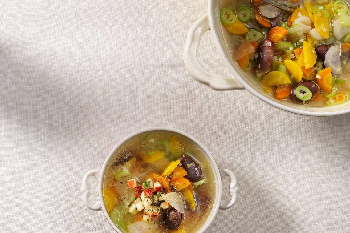 Gemüsesuppe mit Saubohnen (Bild: Eisenhut & Mayer)