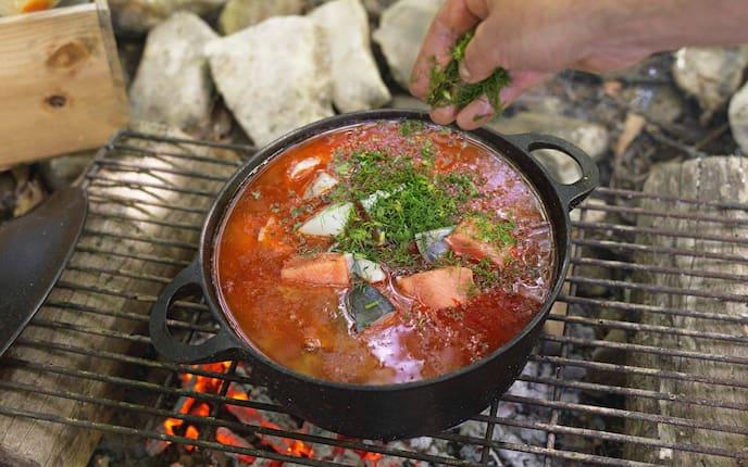 Eintopf, Fisch, Tomaten, Dille, Grillen, Lagerfeuer, Hauptspeise, Servus Rezept