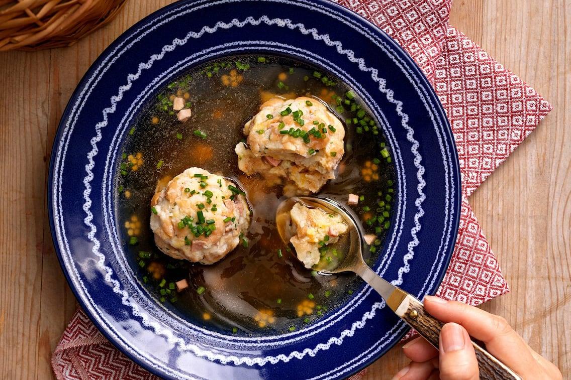 Suppenteller, Löffel, Serviette, Suppe, Brühe, Schnittlauch