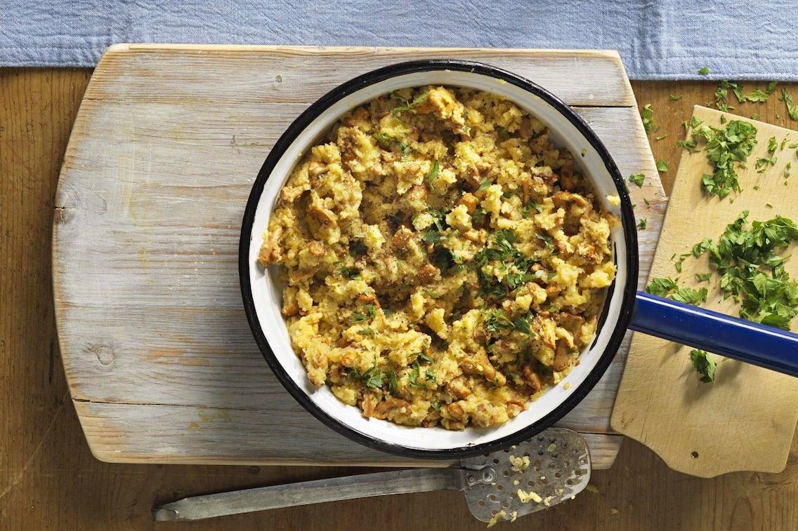 Eierschwammerl, Pfifferlinge, Sterz, Pfannengericht, Pfanne, Brettl, Petersil, Hauptspeise, vegetarisch, Servus Rezept