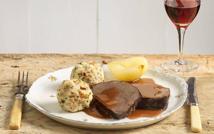 Eierschwammerl, Knödel, Birne, Hirschbraten, Saft, Rotwein, Hauptspeise, Wildgericht, Servus Rezept