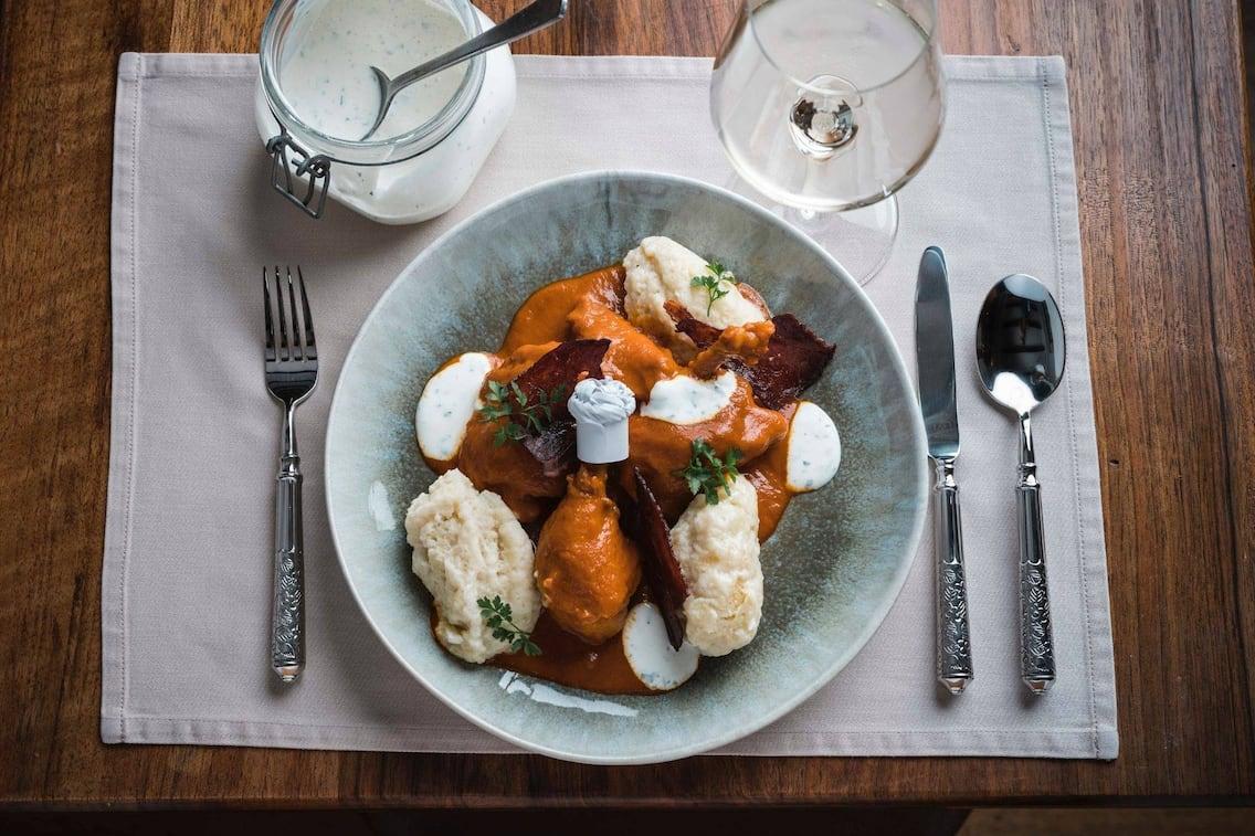 Butternocken, Paprikahendl, Huhn, Sauce, Wein, Hauptspeise, Servus Rezept