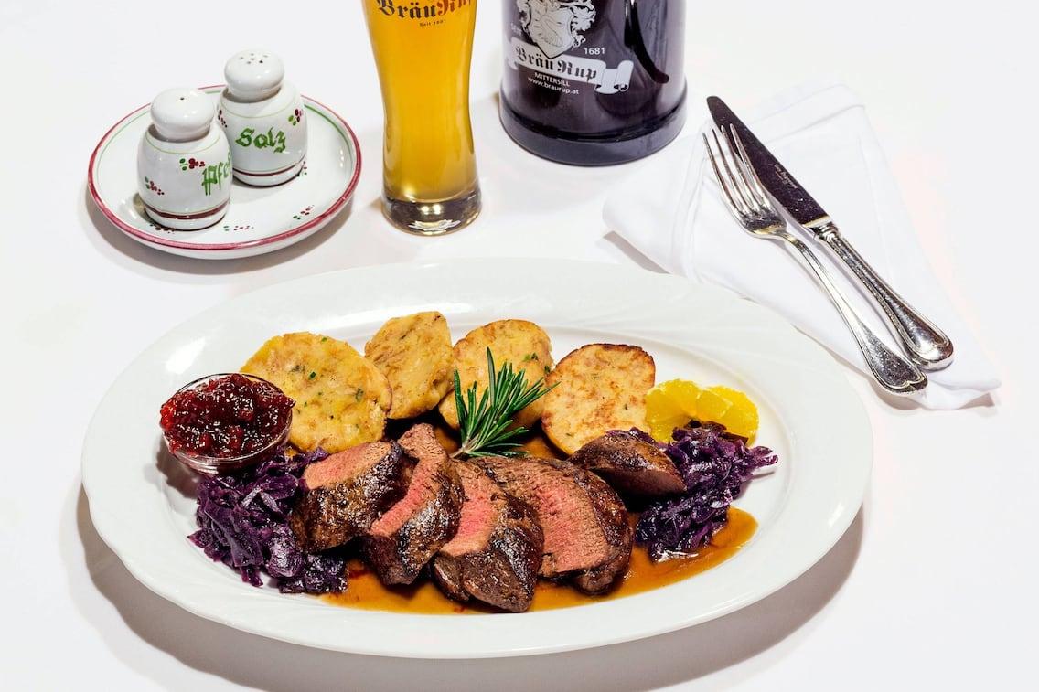 Hirschrücken, Rotkraut, Semmelknödel, Wildessen, Hirsch