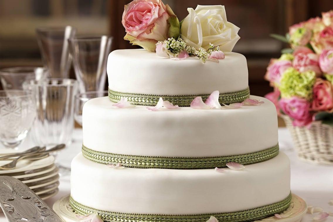 Rezept dreistöckige Hochzeitstorte (Bild: Eisenhut & Mayer)