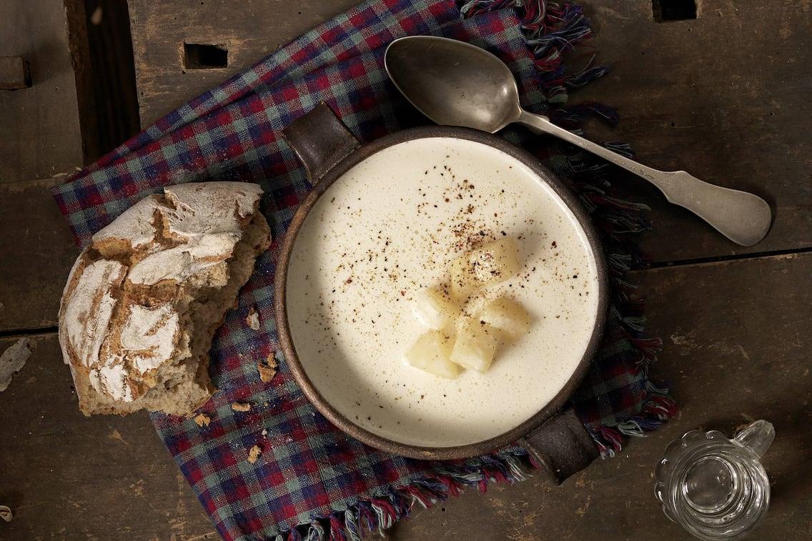 Kässuppe mit karamellisierten Birnen (Bild: Eisenhut & Mayer)