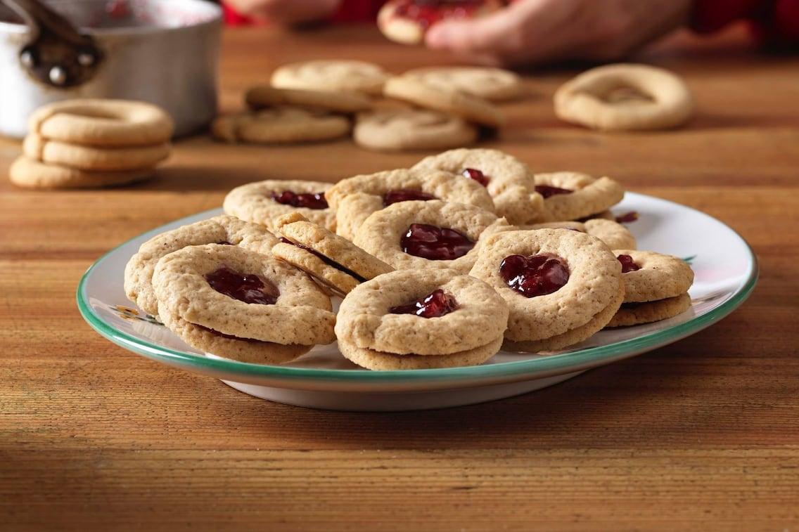 Ribisel-Gewürzkekse, Kekse, Ribiselmarmelade, Plätzchen, Weihnachtsbäckerei, Weihnachtskekse, Weihnachtsplätzchen, Servus Rezept